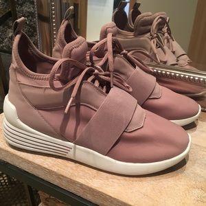 Kendall & Kylie Braydin Sneakers Sz 7.5